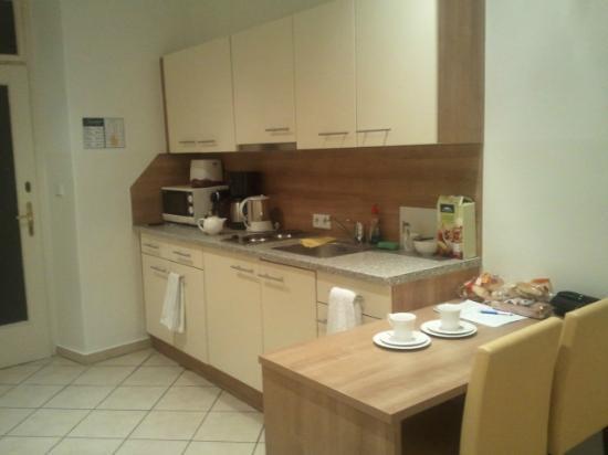 Josefstadt Appartements: kitchen