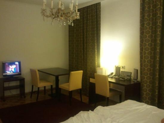 Josefstadt Appartements: Bedroom view2