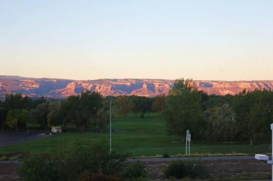La Quinta Inn & Suites Grand Junction: View from our room. Very pretty, but the highway was noisy!