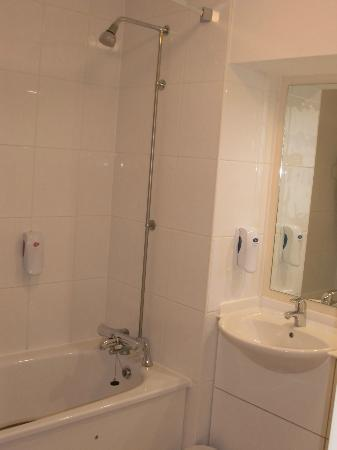 Premier Inn Herne Bay Hotel: Shower