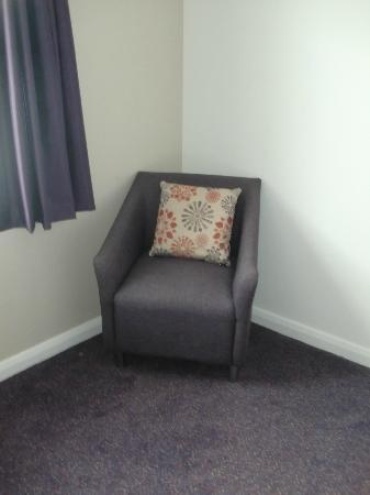 Premier Inn Herne Bay Hotel : Chair in bedroom