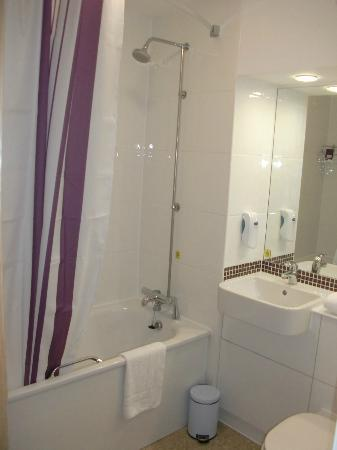 Premier Inn Herne Bay Hotel: Bath/Shower