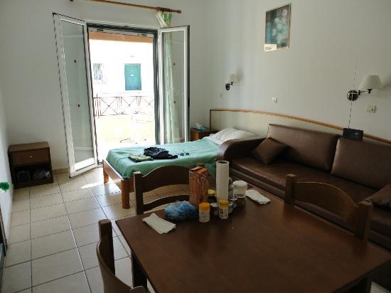 Loxides Apartments: living room