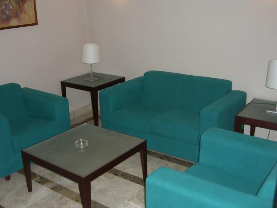 Jardines La Tejera : My room included spacious seating area.