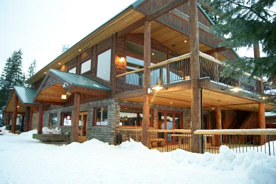 Cavanaugh's: Lodge in winter