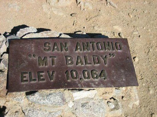 Mount Baldy, Калифорния: The sign says 10,084 but the stats say it is 10,086