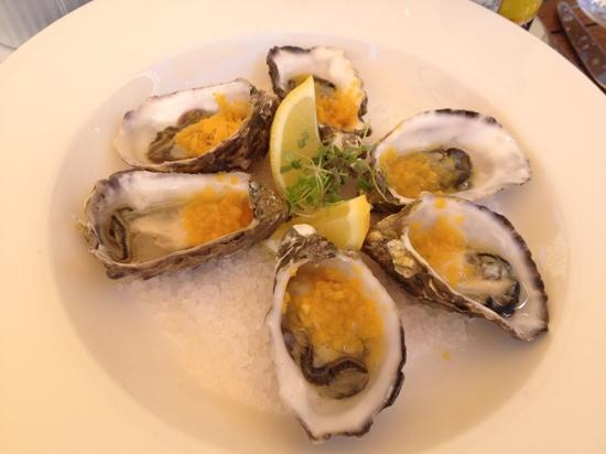 The Studio Gallery & Bistro: oysters