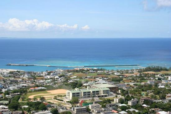 Mt. Iegusuku : 港周辺は海がきれい