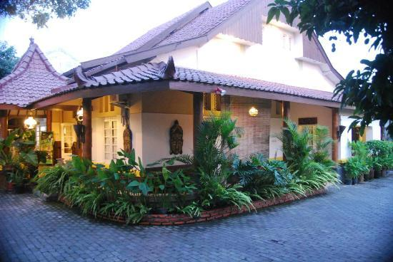 Monginsidi Guest House : One of its corner from the park area