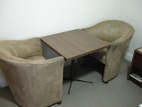 Quality Hotel Bathurst: Tea table, writing table, the only table