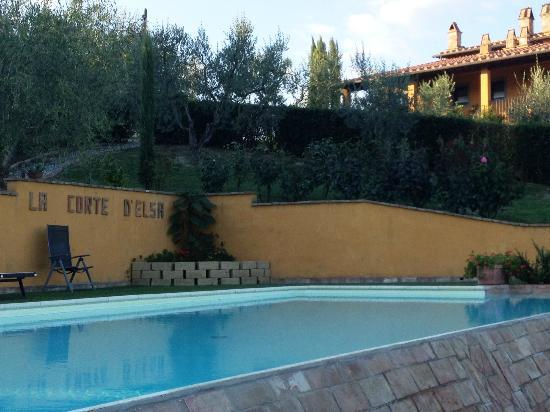 La Corte d'Elsa: La belle piscine creusée