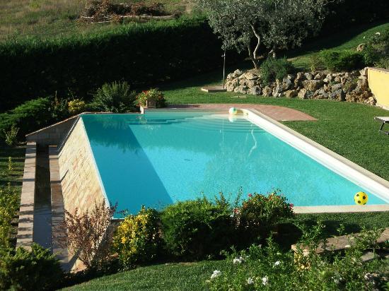 La Corte d'Elsa: La belle piscine