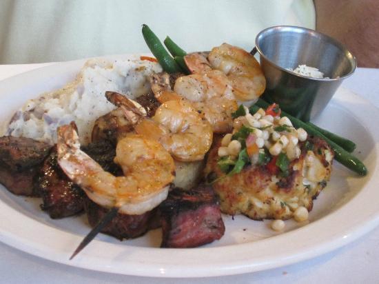 Mike Dianna's Grill Room: Filet Mignon, Crab Cake, Shrimp and Swordfish