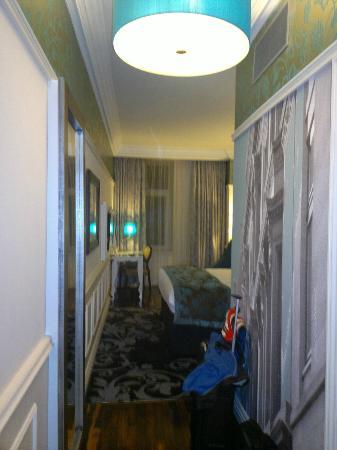 هوتل إنديجو جلاسجو: from entry to room, room 302