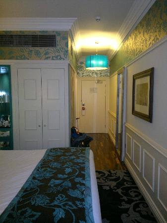 Hotel Indigo Glasgow: looking back towards entry, room 302