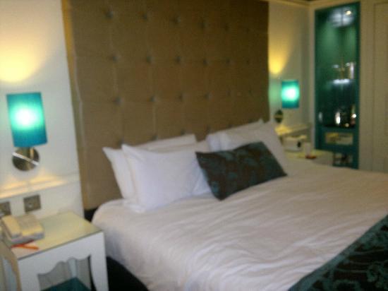 Hotel Indigo Glasgow: huuuuge bed, room 302