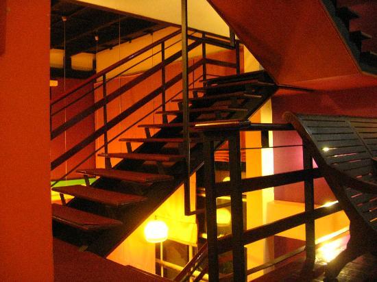 โรงแรมเอราวัณเฮาส์: Stairs