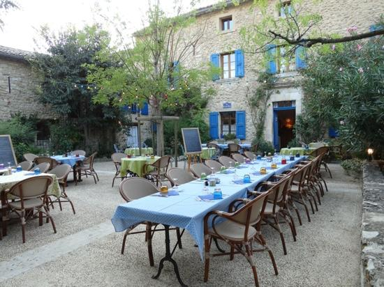 La Bastide Bleue : Dinner in the court yard for 14 Aussie Tourist.