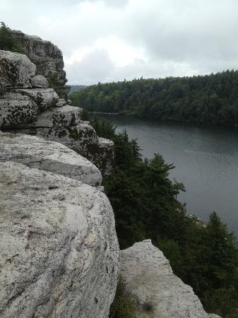 Minnewaska State Park Preserve: What beautiful views even on a wet day