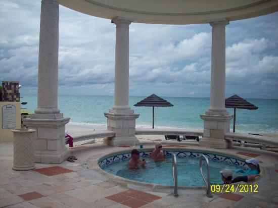 Sandals Royal Bahamian Spa Resort & Offshore Island: Windsor pool/spa area