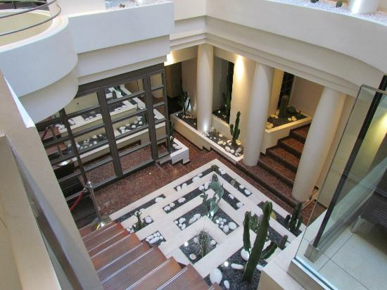 Select Hotel: Internal Courtyard