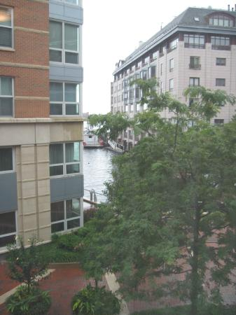 Battery Wharf Hotel, Boston Waterfront : View from 2nd floor room 5210