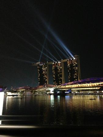 The Fullerton Bay Hotel Singapore: 部屋からMBS