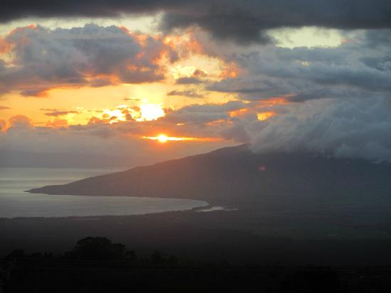 Upcountry Bed and Breakfast: Awesome sunset 