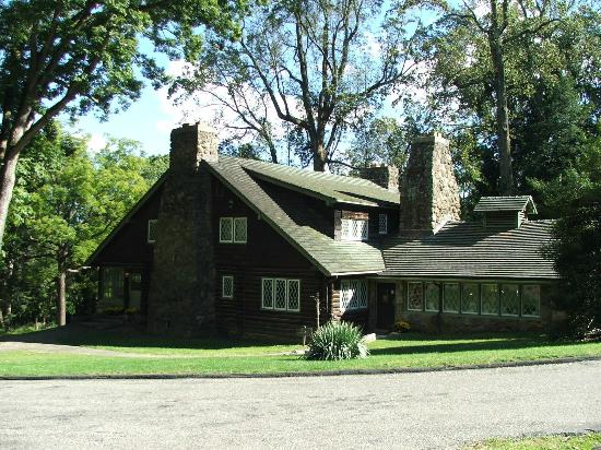 The Stickley Museum at Craftsman Farms: MAIN HOUSE SIDE VIEW