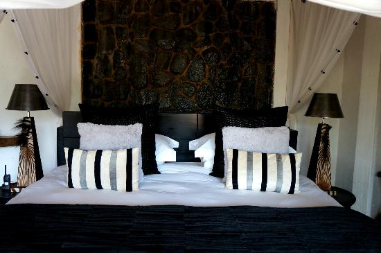 Pondoro Game Lodge: bed was very comfortable