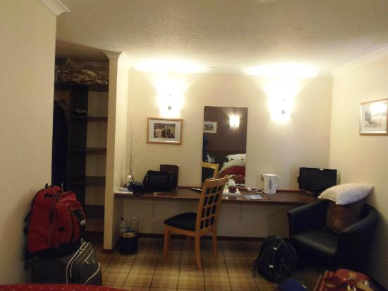 Tingle Creek Hotel: Twin room (sorry I forgot to photograph before we unpacked)