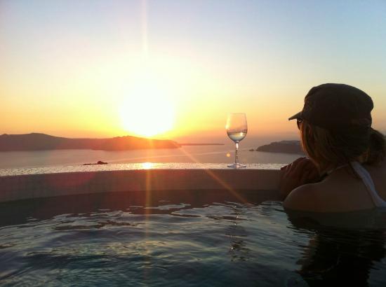 Rocabella Santorini Resort & Spa: Beautiful sunset from suite jacuzzi