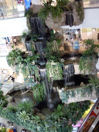 The Mall Bangkapi: すごいモニュメント