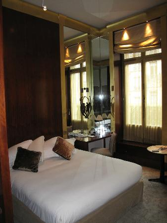 Park Hyatt Paris - Vendome: Large, step out windows