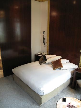 Park Hyatt Paris - Vendome: Standard queen room was anything but standard