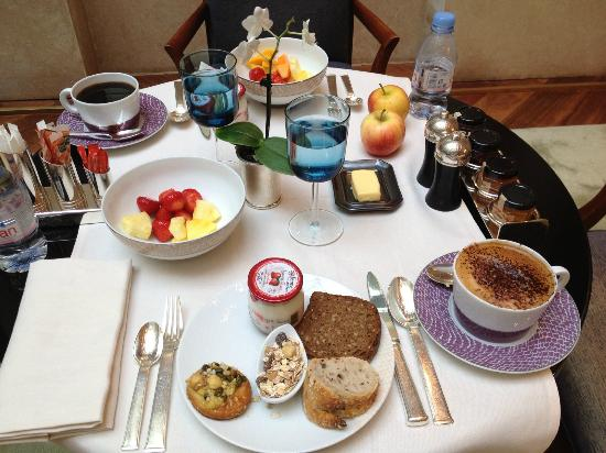 Park Hyatt Paris - Vendome: Buffet breakfast each morning