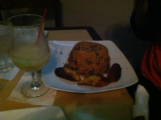 Waiter's Bar & Grill: Skirt Steak w/ rice, fried plantains