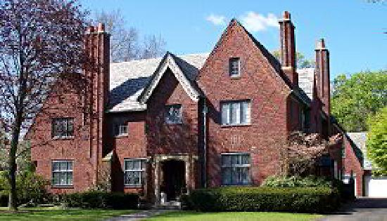 Frederickson Manor: Street view of luxurious Mansion