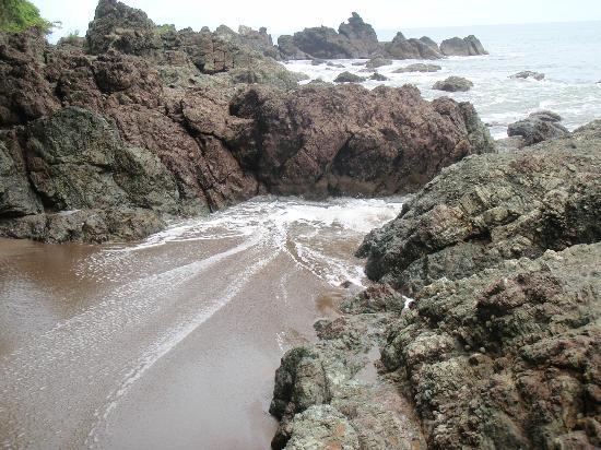 Drake Bay Wilderness Resort: Rocky tides