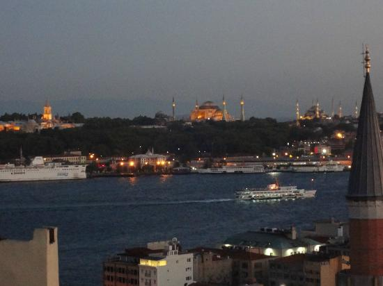 Witt İstanbul Hotel: Early Evening View from Room 61
