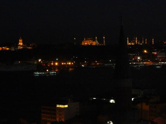 ‪‪Witt Istanbul Suites‬: Night View of Topkapi, Hagia Sophia, and Blue Mosque