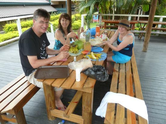 Tanoa Skylodge Hotel: All fruit lunch at the gazebo, October 2012
