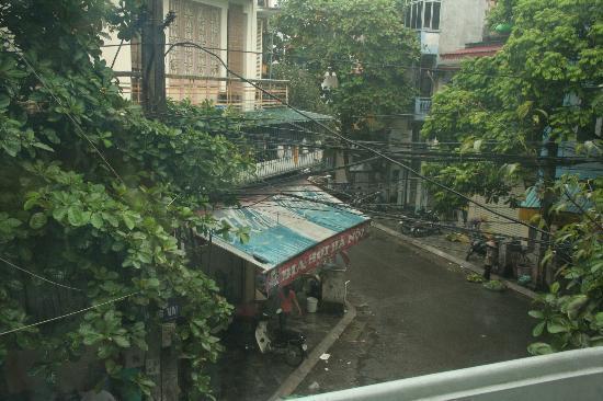 Hanoi Hostel: View from 2nd floor 