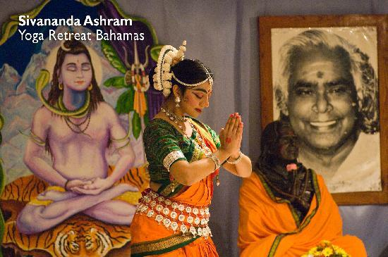 Sivananda Ashram Yoga Retreat: Classic Indian dance performance