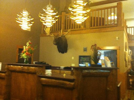 The Estes Park Resort: Front desk