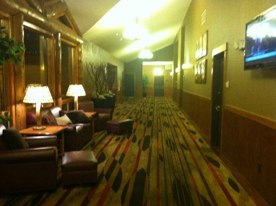 The Estes Park Resort: hallway leading to restaurant/bar