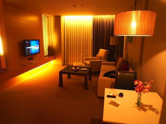 Sivatel Bangkok: Suite living room
