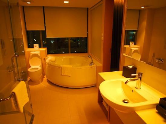 Sivatel Bangkok : suite bathroom