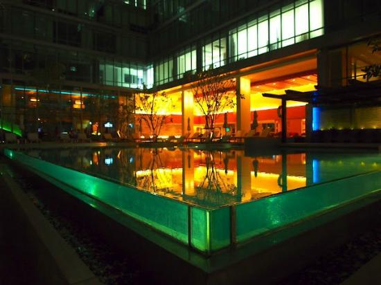 Sivatel Bangkok : pool by night