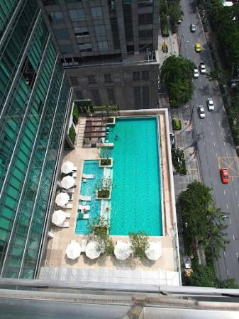 Sivatel Bangkok: Pool view from 18th floor